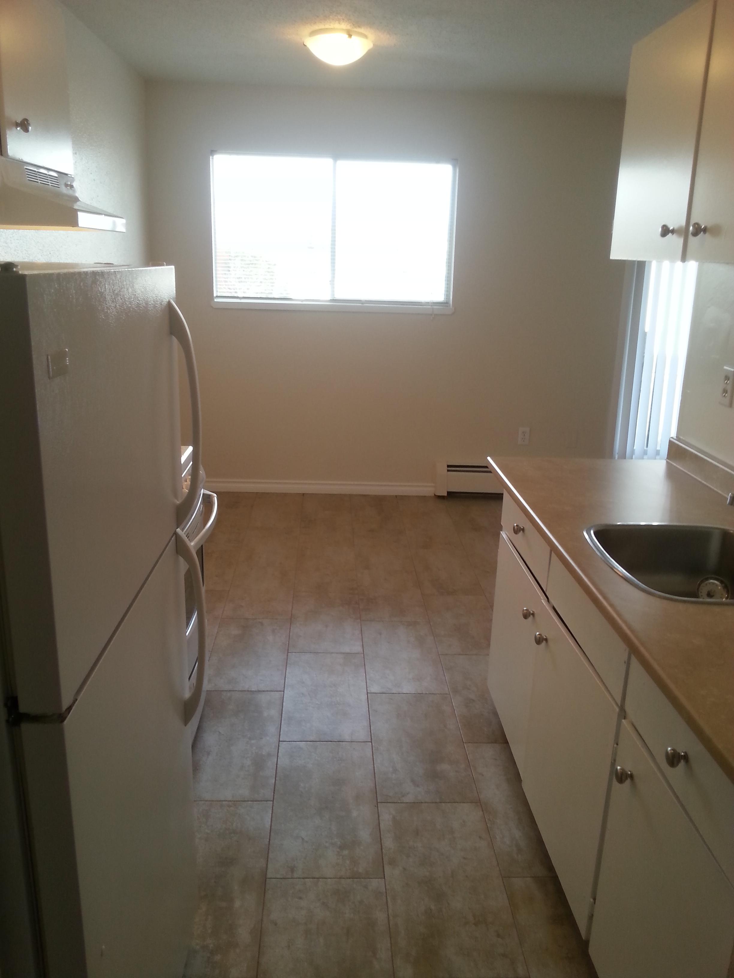 405 Catherine St, Victoria, BC - $1,300 CAD/ month