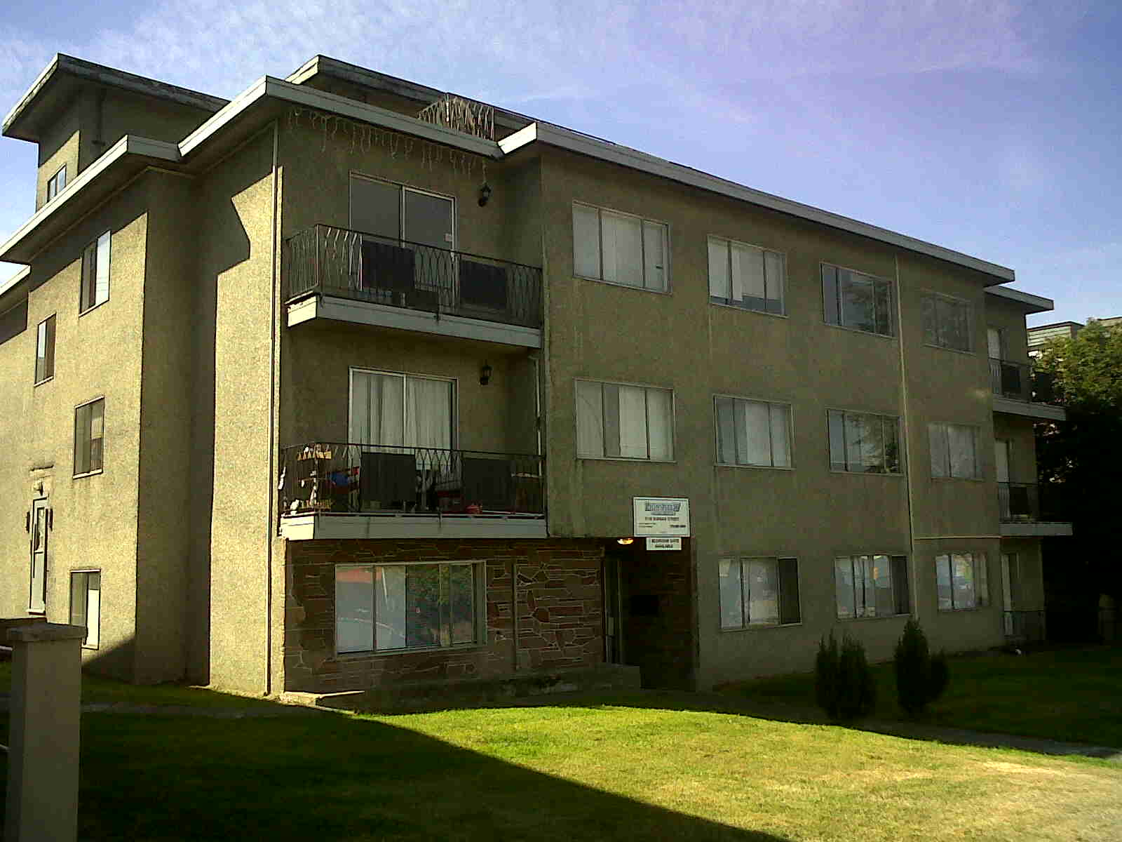 2132 Dundas St, Vancouver, BC - $1,500