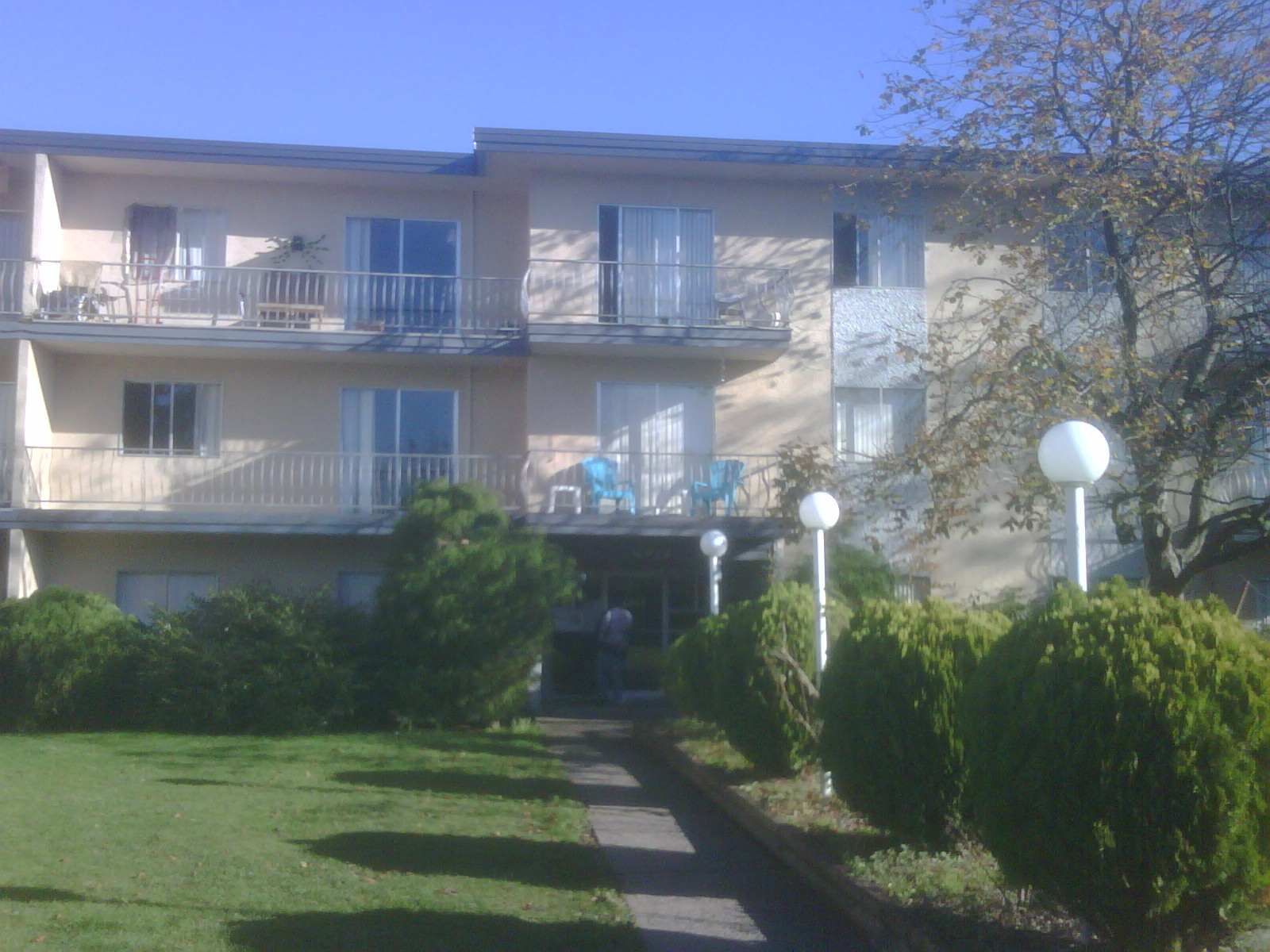 6920 Gilley Ave, Burnaby, BC - $1,400 CAD/ month