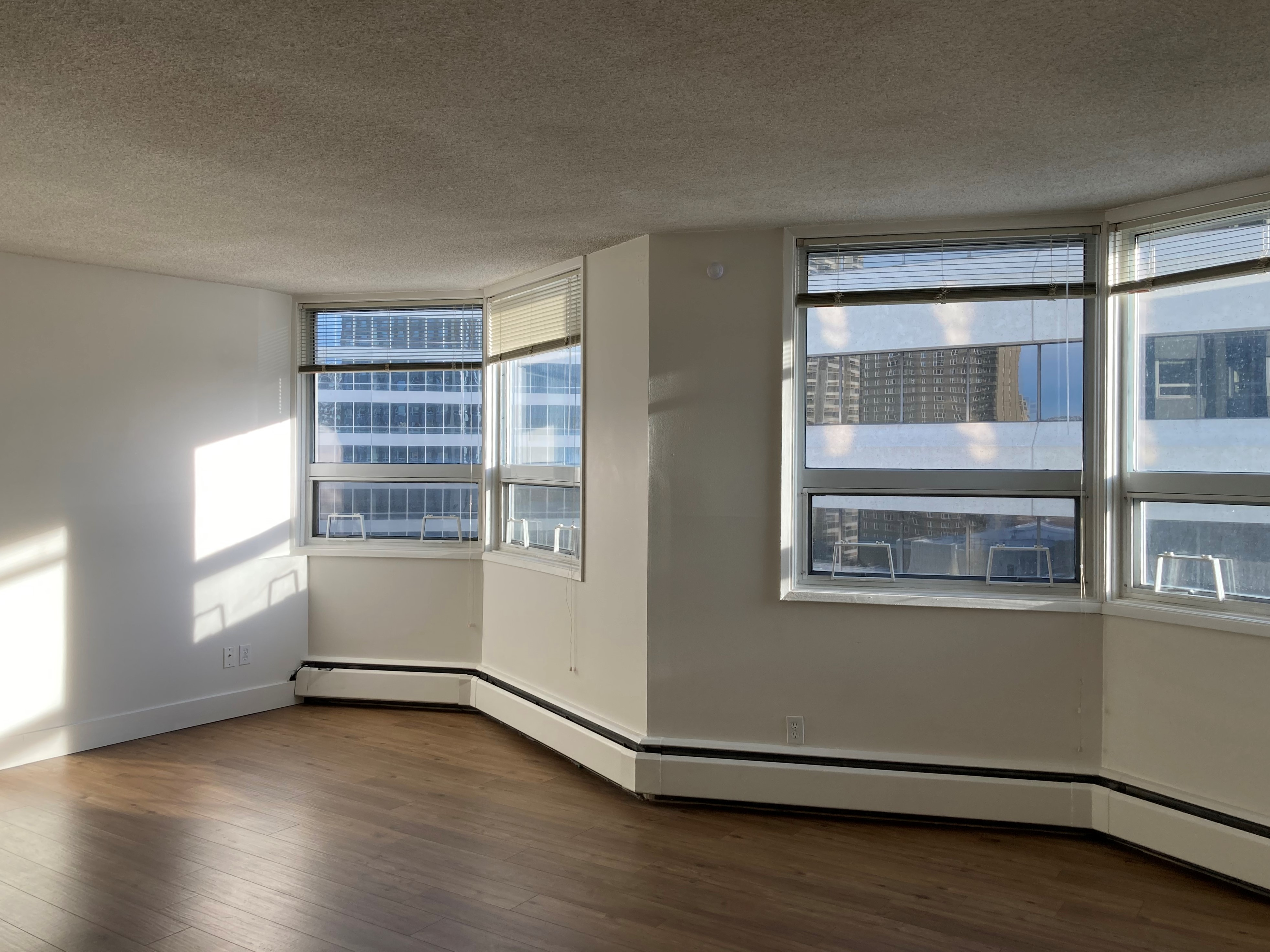 825 - 8th Ave S.W., Calgary, AB - 1,238 CAD/ month